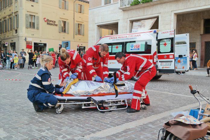 litoraledomizio.com-ambulanza-118-suicidio